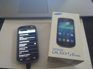 Samsung Galaxy S3 8G Unlocked with case (read ad fully)