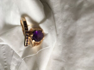 One of a kind women's gold ring