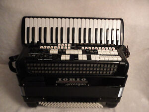 accordion iorio acoustic and electronic for sale ,1983god.