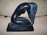 1985 AUSTIN PRODUCTIONS KNEELING NUDE WOMAN with LONG HAIR