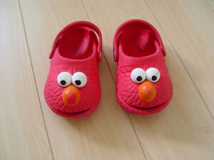 Elmo Pollywalk Crocs Size 8