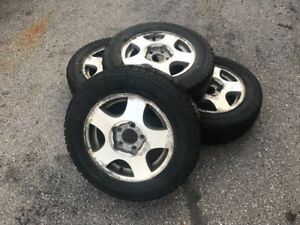 Selling set of 4 Winter tires P215 60 R15