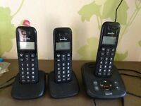 Set of 3 cordless phones with answer machine