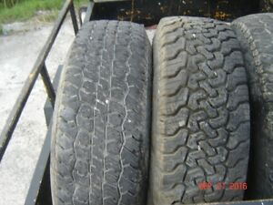P 235 75R 15 tires ,rims and Hupcaps  off a 1988 Dodge ram 150 Gatineau Ottawa / Gatineau Area image 3