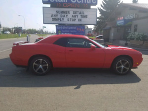 2010 dodge challenger runs great