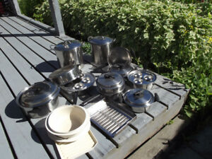 Pots and Pans in great condition. Stainless Steel & 1 tupperware