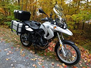 F650GS 2 cylindres, moto comme neuve, beaucoup d'extras.