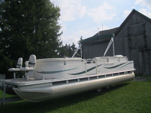 2005 Starcraft 24' Deluxe Fish/Cruise Pontoon Boat w/50hp Merc
