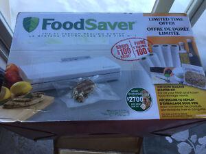 FoodSaver V2060 Vacuum Sealing System