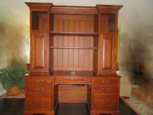 DESK & HUTCH (EXECUTIVE LEXINGTON)