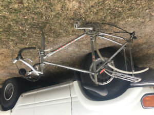 UO10 Peugeot road bike 21.5""