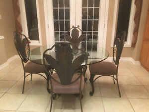 Ashley's Dining Room Table & Chairs LIKE NEW