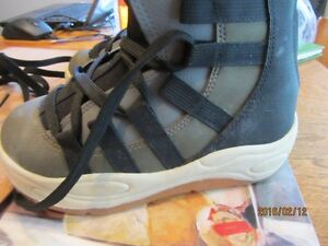 Snowboard Boots - Child's Size 3 US   Immaculate Shape Moose Jaw Regina Area image 5