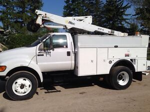 2002 F-650 Altec AT37G bucket truck with service box