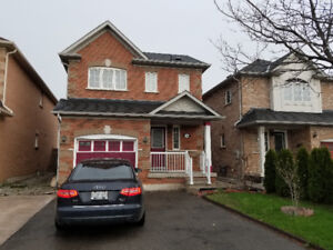 Detached House In Vaughan for Rent