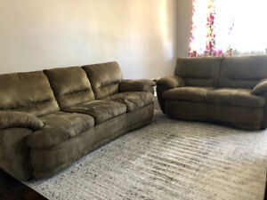 Comfiest COUCH SET everr! Excellent condition! Lightly loved