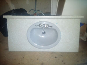 COUNTERTOP WITH SINK AND TAPS INCL.