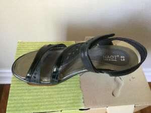 Naot BLk patent sandal * new* Made in Israel