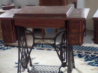 REAL!! ANTIQUE SINGER SEWING MACHINE TABLE