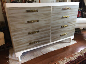 Mid-Century Solid Wood Dresser – Made by Victoriaville- 8 drawer