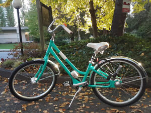 Giant Bike Women's Vintage Style Cruiser w/ automatic shifter