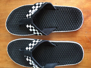 VANS FLIP FLOPS CHECKERS BLACK & WHITE BRAND NEW WOMAN SZ 7