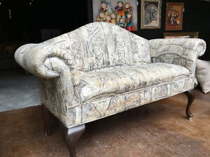 GORGEOUS DECORATIVE SOFA