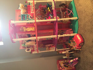 Barbie Dream House - with Barbies, carss, tons of accessories!