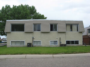 2 bedroom unit in 4 plex AVAILABLE IMMEDIATELY