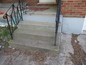 Pre-Cast Stairs with Railing