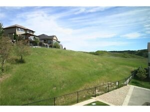 Beautiful TOWNHOUSE FOR SALE in Cochrane **GREAT PRICE**