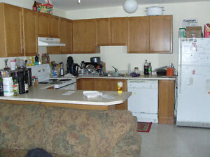 4 Bdr QUEENS, 2-Storey Townhouse, 5 min. from main campus
