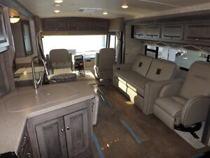2016 Winnebago Sunova 33C - Triple Slideout - Driftwood Interior London Ontario image 8