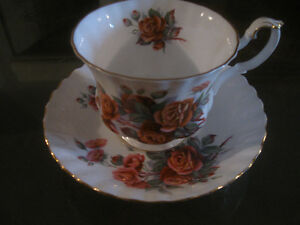 GORGEOUS OLD VINTAGE ROYAL ALBERT BONE CHINA CUP / SAUCER