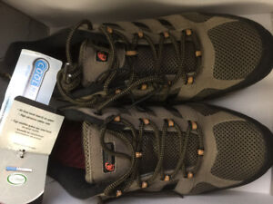 Brand New Men's Size 11 Hiking Boots