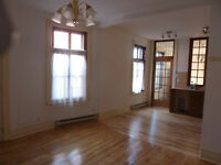 NDG,  VENDOME METRO, BEAUTIFUL UPPER TRIPLEX–NOV.1ST