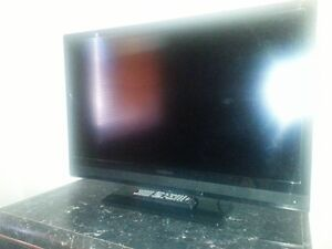 """Excellent New condition 32"""" LCD"""