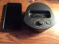 Apple iPod touch 2nd Gen - 8GB with Dock with speakers