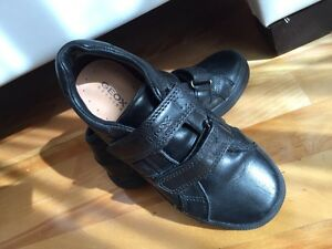 LIKE NEW! Geox Respira boys shoes West Island Greater Montréal image 6