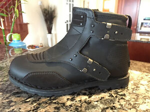 Like new - Men's  size 10 Icon El Bajo Motorcycle Boots