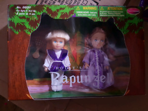 Collectable Holly's world dolls.