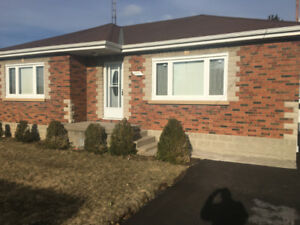 3 Bedroom Bungalow Top Floor w/Garage - $1550 + utilities