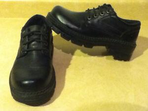 Men's Black 725 Originals Shoes Size 7 London Ontario image 1
