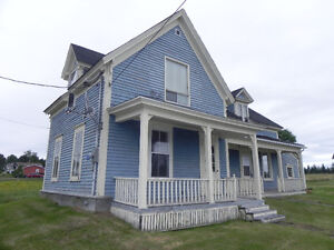 COZY OLDER STYLE HOME - 10 MINUTES FROM DIEPPE