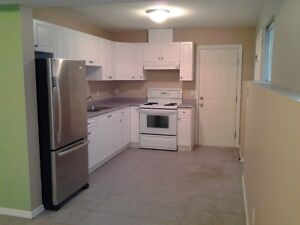 $1198 / 2br – 1000 sq ft – Bright Above Ground Level Suite