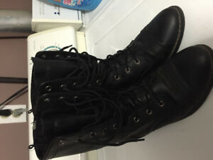 Old navy black lace up boot
