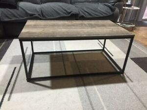 Wooden Coffee Table (furniture/home decor)