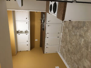 Clean and Cozy, 1 Bedroom Apt, Humber Heights