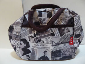 TOILETRY BAG FOR YOUR SUITCASE WHILE TRAVELING - MINT/UNUSED