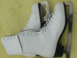 Ladies Figure Skates, CCM Competitior, Size 8